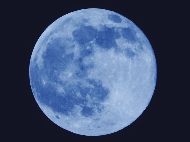 Blue Moon... Nightphotography Taking Photos Themoonisbeautiful Relaxing Moments BigBiggerBiggest Relaxing Themoontonight Freedom EyeEm Gallery TheBIGpicture TheNightview Life Is Good