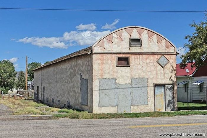 Closed. More here: http://www.placesthatwere.com/2016/05/abandoned-buildings-in-circleville-utah.html Abandoned Abandonedplaces Utah AbandonedplacesinUtah Abandonedutah Circleville Circlevilleutah Butchcassidy Urbanexploration Utahghosttowns