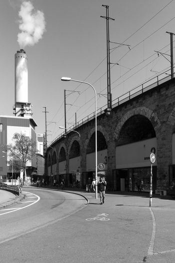 Linsen über Zürich Viaduct Shadows & Lights Shadows Streetphotography City Sky Architecture Built Structure Archway