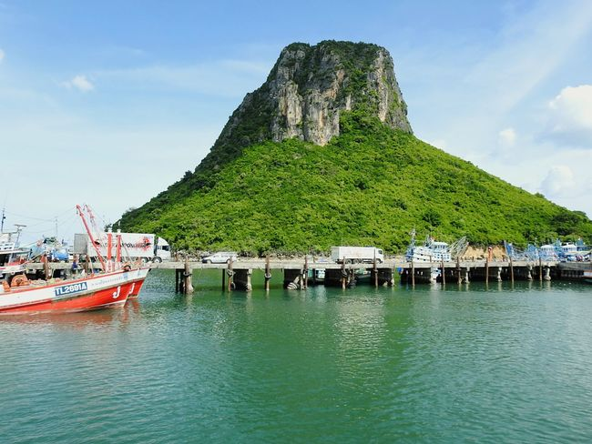 Ao Noi Fisherman Village Summer ☀ EyeEmNewHere EyeEm Selects PrachuapKhiriKhan Prachuap Khiri Khan Sunny Day 🌞 Mountain Naturephotography Jungle Thailand Real Thailand Boats⛵️ Forest Thai Fisherman Let's Go. Together. The Gulf Of Siam