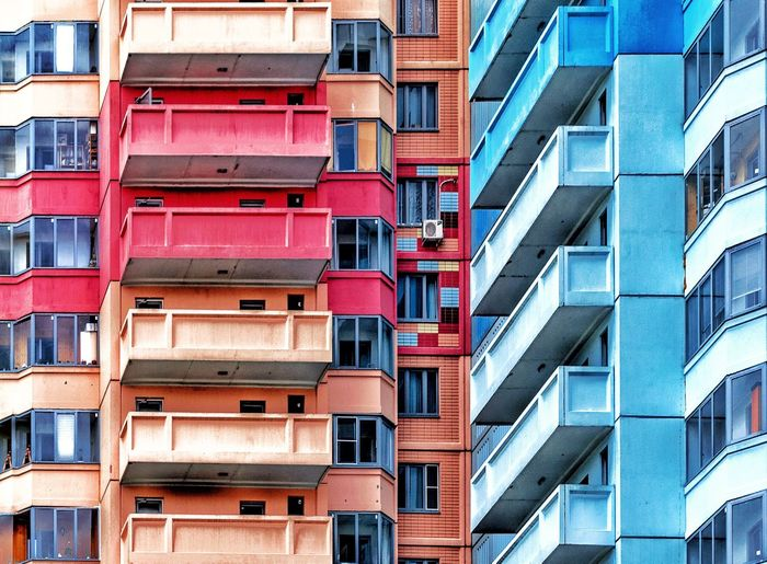 Building Exterior Built Structure Architecture Window Full Frame Residential District No People Balcony Side By Side Outdoors Repetition Pattern Low Angle View City Life Apartment Day In A Row Backgrounds Building City