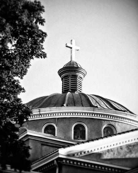 First Christian Church in town.. Ks_pride World_bnw Wow_america_bnw Churchesoftheworld Bnw_church Worldwide Kansasphotographer Kansasphotos