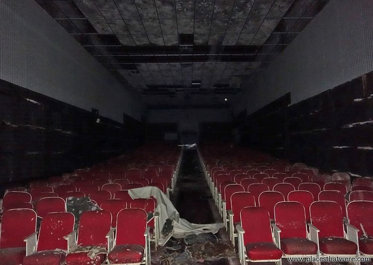 Horror show. More here: http://www.placesthatwere.com/2017/07/rolling-acres-dead-mall.html Urban Exploration Urbex Dead Mall Dead Malls Abandoned Mall Theater Cinema Movie Theater Abandoned Theater Water Damage Rust Belt Rolling Acres Abandoned Places Abandoned Buildings Abandoned & Derelict Creepy Eerie Akron Akron Ohio Abandoned Mall Architecture Urban Decay No People Indoors