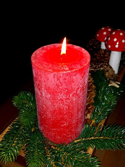 Candle Flame Red Candles Christmas Decorations Advent Season Cosy Light Adventsgesteck Darkness And Light Light In The Darkness Wachs Candle Light Candle Flame Candles Burning Candles Festive Season Christmas Season Christmas Time Candlelight Flames Adventsgesteck Kerzenlicht Still Life Kerze Candles-collection Christmastime