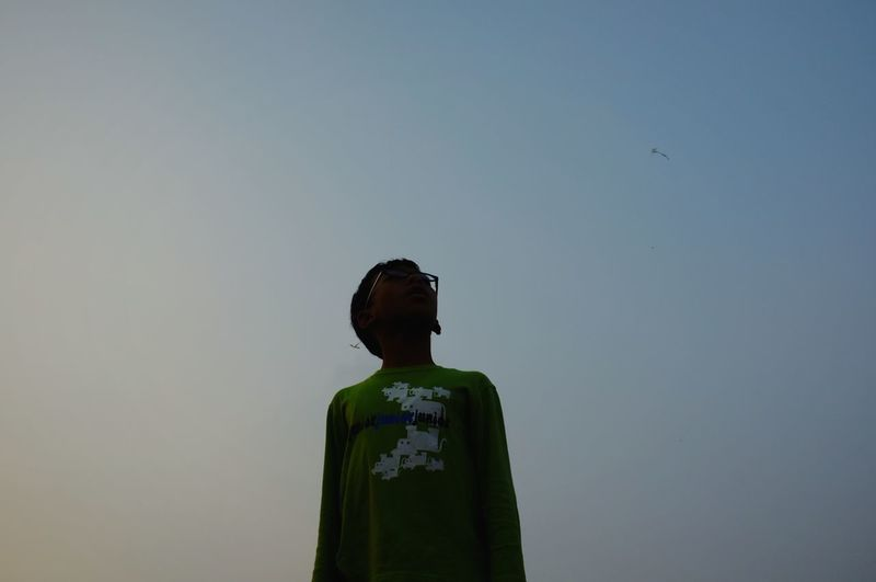 kids with glasses see the sky Kid Sky Kite Flying Afternoon Afternoon Sky Silhouette Glasses Politics And Government Men Religion Sky Male Likeness Golden Color EyeEmNewHere Inner Power