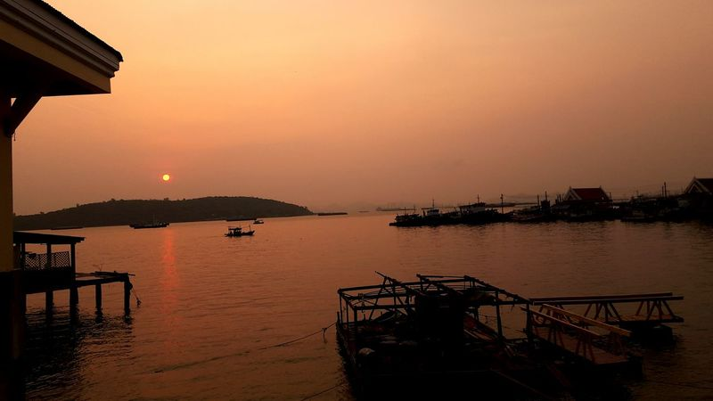 Good Morning Sunshine @Si Chang, Thailand @Mar25,2018 Sunrise Sunshine Sun Rise Collection Ocean View Sun Rises For A New Day Island Si Chang Island Kho Si Chang Good Morning Oceanside Sun Rise Si Chang, Thailand Warm Morning Si Rach, Thailand Water Sea Sunset Red Silhouette Sky Architecture Building Exterior Romantic Sky Pier Calm Seascape Ocean Atmospheric Mood Moody Sky Dramatic Sky