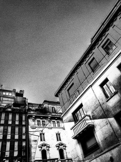 Via Hugo / Via Spadari, Milano, Febbraio 2019 Blackandwhite Urban City Sky Low Angle View Architecture Building Exterior Built Structure
