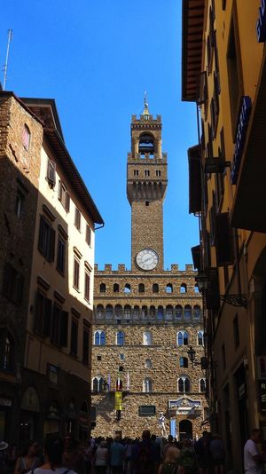 Alleyview on Palazzo Vecchio in Florence, Tuscany, Italy Alley Hostorical Place Architecture Built Structure Building Exterior Building Sky Large Group Of People Crowd Group Of People Tower Travel City Low Angle View Tourism Travel Destinations Clear Sky