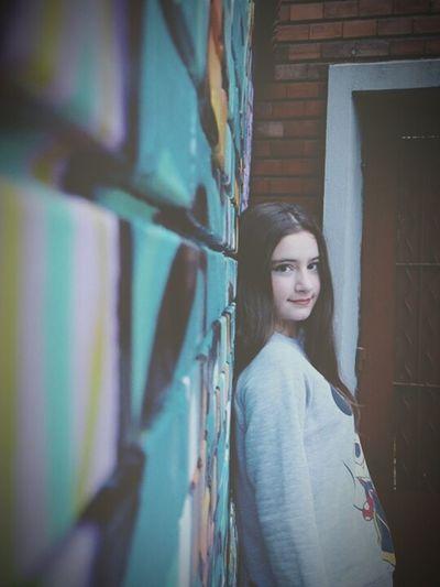 Girl Teenager Teen Grafitti Grafitti Wall Grafitti Art. Red Lips Brown Hair Green Eyes Minnie Mouse