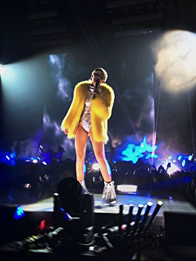 Tb Miley Cyrus BangerzTour2014 Throw Back fra sykeste konserten med villeste dama