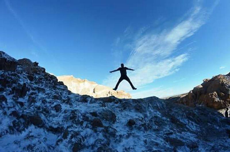 Levitando en el valle de la luna ..San Pedro de Atacama. That's Me