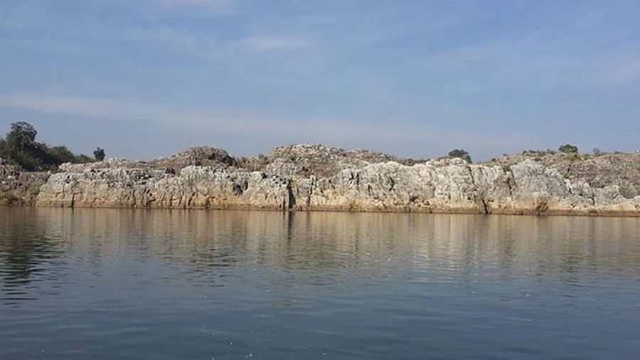 A vist to JABALPUR..grey marble rocks.. Beautiful Landscape Marblerock Marblerocks Amazingplaces Incredibleindia Incredible Narmadariver Beautifulnarmada Northeastindia