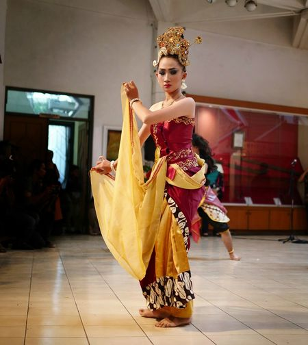 javanese traditional dance Dance Asian  Asian Culture Travel Destinations Traditional Clothing Traditional Fashion Photography #simplicity Art Javanese Composition Portrait Full Length Beauty Arts Culture And Entertainment Beautiful People Dancer Dancing Looking At Camera Beautiful Woman Queen - Royal Person Renaissance Society Beauty