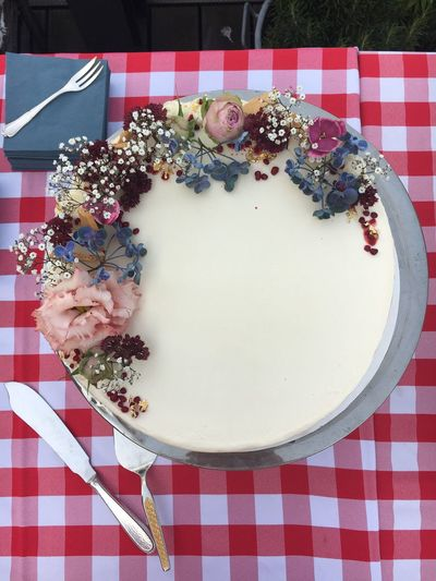 Tablecloth Table Plate Flower Freshness Directly Above Checked Pattern Food And Drink Food Healthy Eating Indoors  No People Red Ready-to-eat Day Close-up torte Hochzeit Wedding Wedding Cake Berlin Cake Birthday