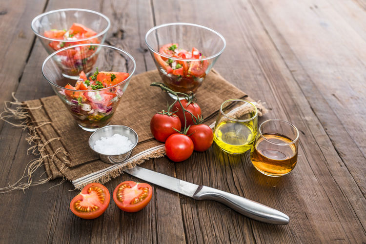 Salad Clean Clean Eating Delicious Food Food And Drink Freshness Healthy Eating No People Organic Organic Food Savory Food Simple Sliced Tomato Tomatoes Vegetable Vegetables Wood - Material