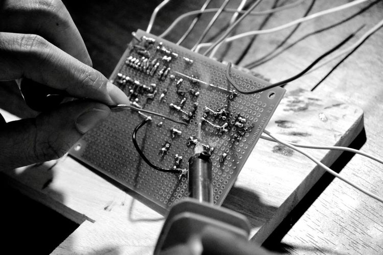 DIY Electronic Engineering Hand Handmade 工作 電子回路 Electronic Circuit Indoors  One Person Human Hand Close-up Real People Human Body Part Adults Only Technology