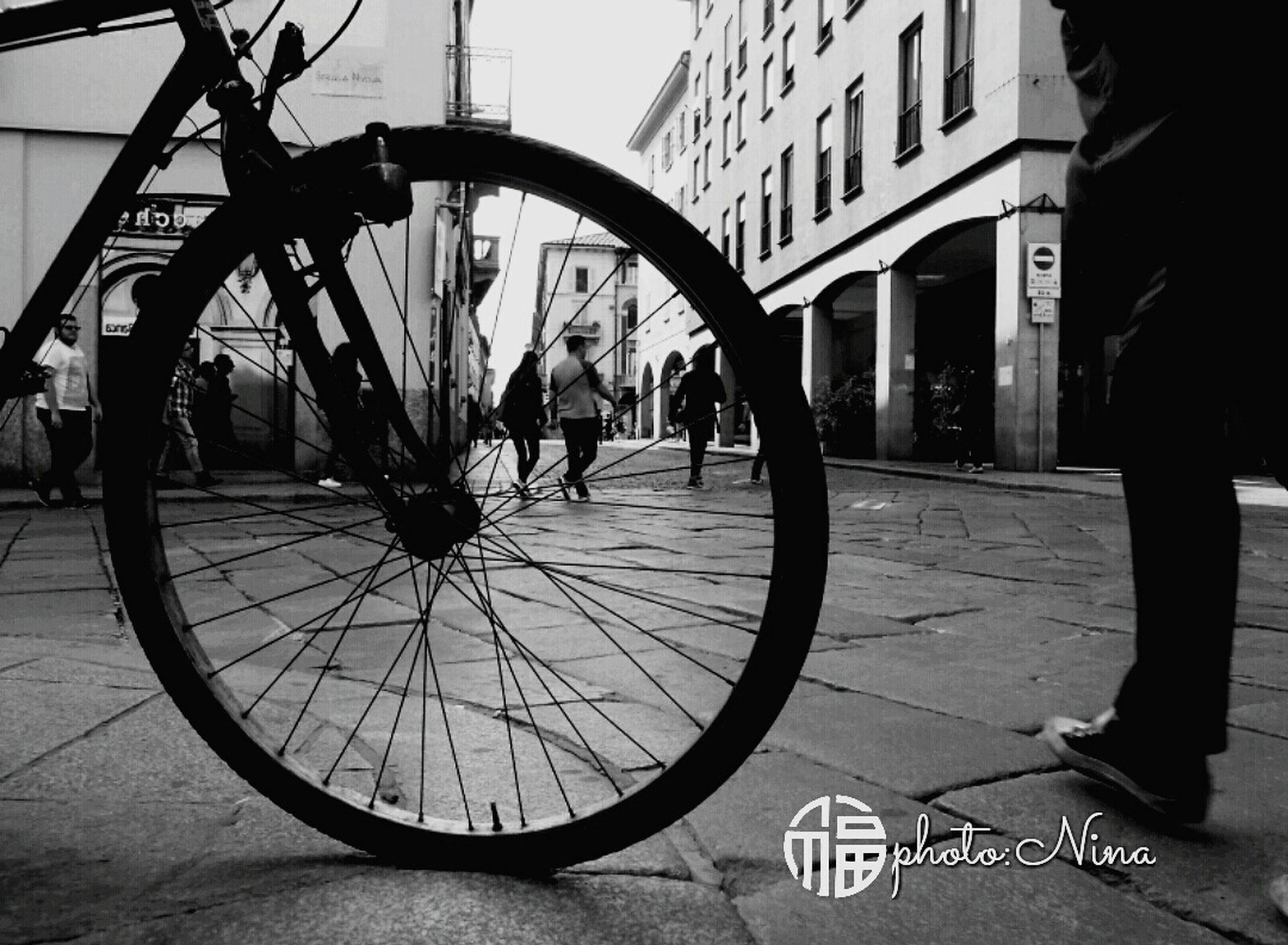 bicycle, building exterior, transportation, architecture, mode of transport, built structure, street, city, city life, wheel, land vehicle, cycling, city street, person, outdoors, day, parked
