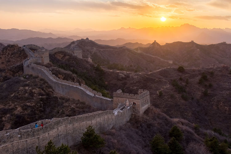 Scenic view of great wall of china at sunset