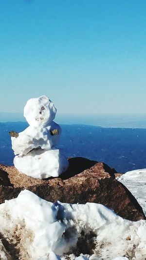 Random snowman at the top of Pike's Peak. Horizon Over Snow Pike'sPeakWithSnow EyeEmNewHere Cold Temperature Winter Snow Blue Sky Snowman Statue Calm Sculpture
