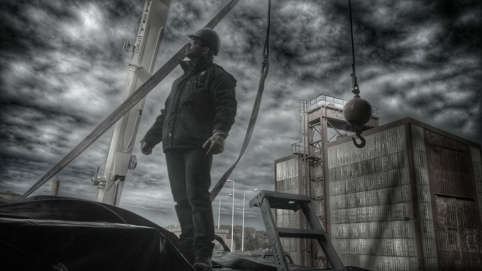 Real People Working Adult Men Outdoors Art Is Everywhere PuertoMadryn Argentina Powertransmissionlines The Portraitist - 2017 EyeEm Awards The Great Outdoors - 2017 EyeEm Awards Life Welcome To Black POWERSYSTEM Strong Heavy The Street Photographer - 2017 EyeEm Awards Black White The Week On EyeEm Be. Ready.