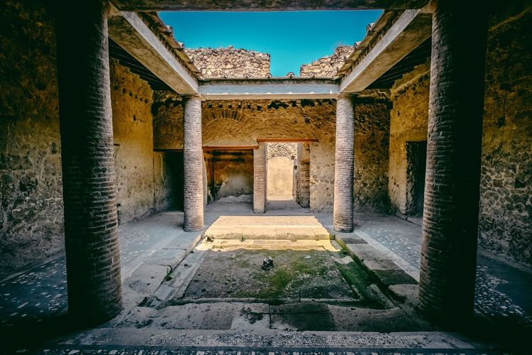 Pompeii  HDR Ruins Italy Atrium
