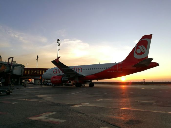 Flugzeug Aviation Flughafen Tegel TXL Airberlin Airbus A320 Sonnenaufgang First Eyeem Photo
