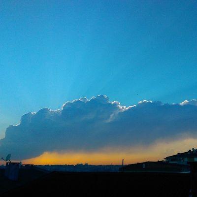 Bizim buralarda Gokyuzu Sarilacivert batar... Gunbatimi Sky skyporn cloud bulut nature manzara istanbul fenerbahce turkey turkiye color