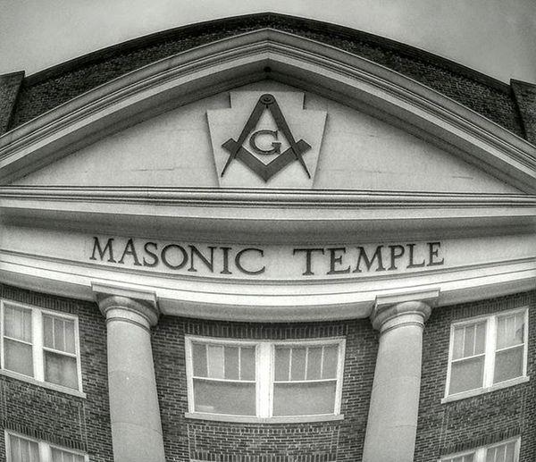 That building in stjoe.................Idontknowwhatyouaretalkingabout Justabuilding Ks_pride Atchison StJoe World_bnw Wow_america_bnw Worldwide Fisheye Fisheyetemple Masonictemple