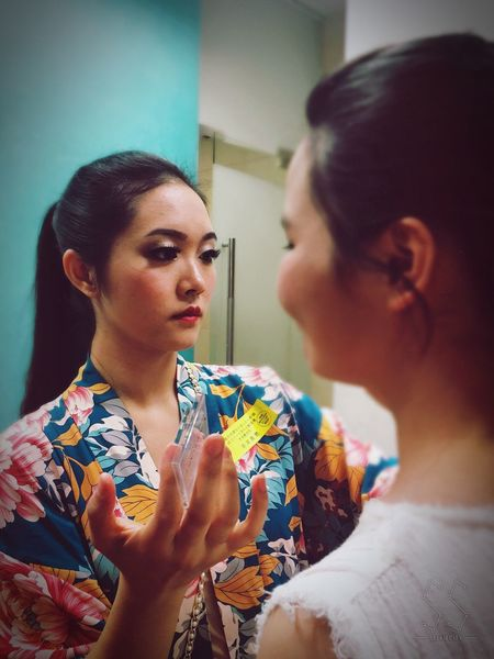 Dressing Indoors  Lifestyles Holding Leisure Activity Headshot Casual Clothing Focus On Foreground Person Young Adult Looking People And Places Dancer Back Stage Chinese Dance Preformance Well-dressed