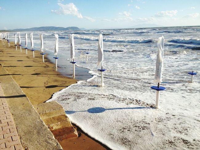 Mare Mareggiata Ombrelloni Ombrellonichiusi Toscana Toscany Toscana ıtaly Toscana ITALY Italy Italia Spiaggia Spiaggia Sole Mare Sun Sea