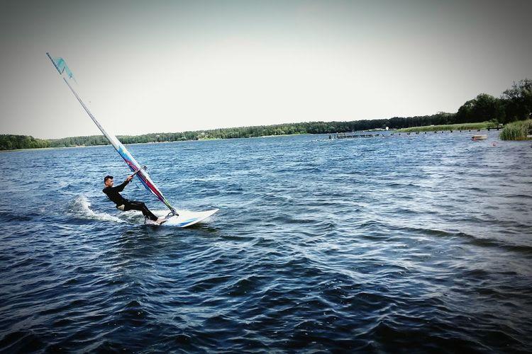 Jeden z niewielu wietrznych dni na Necku Woda Wiatr Windsurfing Jezioro Necko