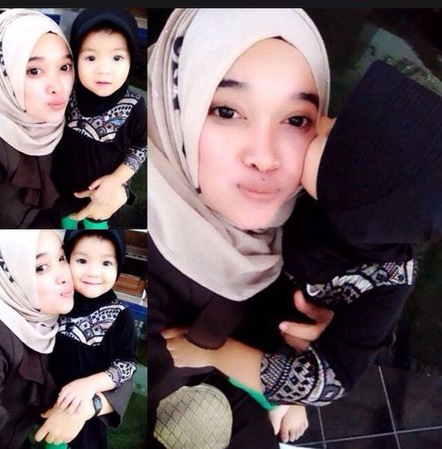 With hana humaira,,, Hi! Hello World Taking Photos Enjoying Life Check This Out That's Me Cheese! Hijab Hijabfashion Hijabstyle  Quality Time Im A Muslim All_shots Perempuanindonesia Gadisbatipuh Natural Beauty Naughty Baby Babygirl Babyhijab