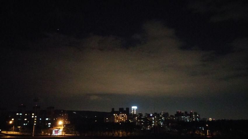 雖然雲好多 但還是好美好美的雙子座流星雨 希望願望都能實現?? - 既然事實是如此那也只能接受 Meteorshower Beautiful Somanyclouds Frustrated
