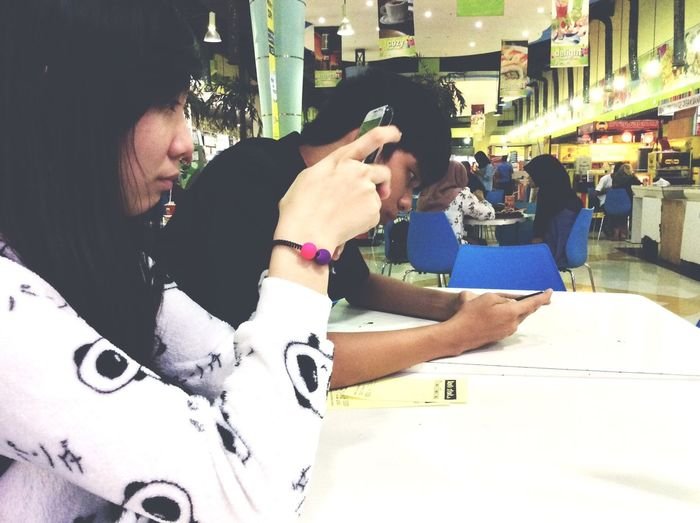 This couple were busy with their own device while waiting for their food to come Eating Couple leo Sujin fixx Redhood Bokipop Dancecover