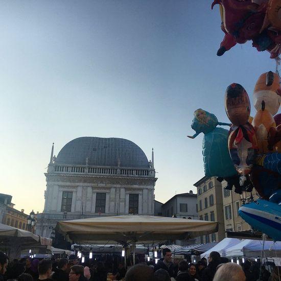 Piazza Loggia 15 Febbraio Fiera Di San Faustino Building Exterior Festa Del Patrono Sky City Home❤