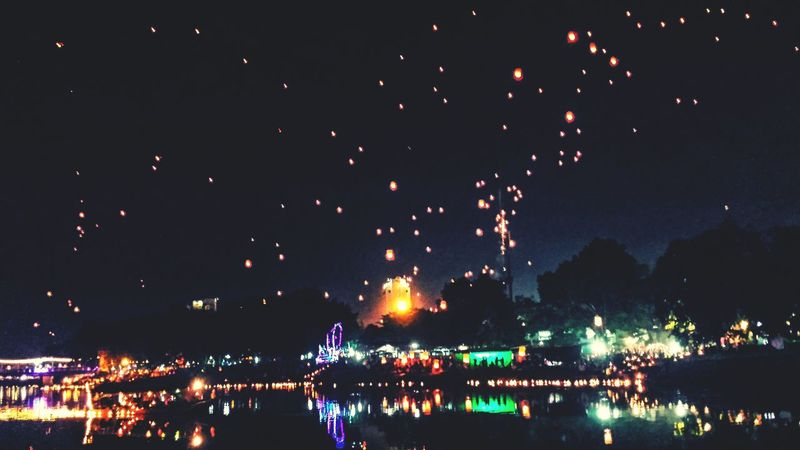 Loy Krathong Festival City Outdoors Northern Thailand Southeast Asia ASIA Yee Peng Festival Balloons Lanterns River Ping Evening Reflection Chiang Mai Night