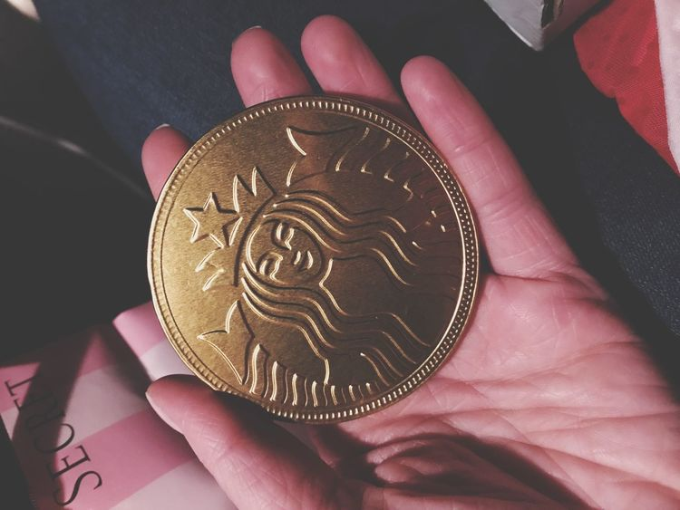 Human Hand One Person Human Body Part Real People Unrecognizable Person Holding Indoors  Men Close-up Food One Man Only Day People Starbucks Coin Chocolate