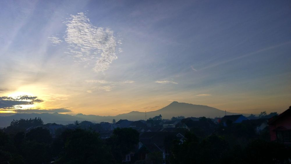 Mountain Landscape Silhouette Sky Mountain Range Fog Outdoors Tree Nature No People Beauty In Nature Scenics Gunung Gede Miles Away Miles Away From Seeing You Somewhere Outhere Somewhere In The World Somewhere Over The Rainbow Beauty In Nature Cirrus Tranquility