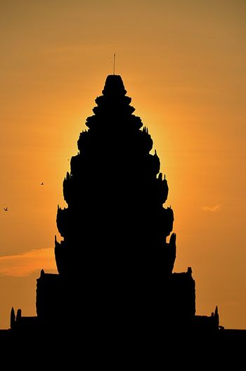 Sunrise at Angkor Wat Cambodia 🇰🇭 KristinaHopfi Photography Sunrise Silhouette Architecture Temple Cultures Religion Sky Outdoors Detail Travel Destinations Spirituality Birds History Cambodia Travel Photography