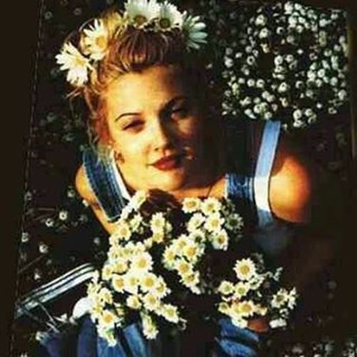 """{""""She never looked nice. She looked like art and art wasn't suppose to look nice ; it was suppose to make you feel something""""} Quotestagram Art Feelings Drewbarrymore 90s flowers quote softgrunge beautiful poetryhipster hippielife star"""