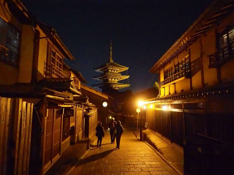 Kyoto Japan Higashiyama Yasaka-no-to Night Street Olympus PEN-F 京都 日本 東山 八坂の塔 夜