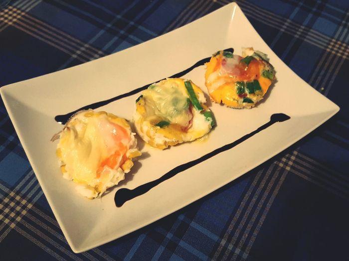 Egg Muffin ---> Healthy Food Foodporn Proteinfood Workout Roughneckfitness Lowcarb Ei mit Mais Lauch Tomate mixen GoudaKäse überdecken und 10 Min bei 200 Grad in den Backofen...