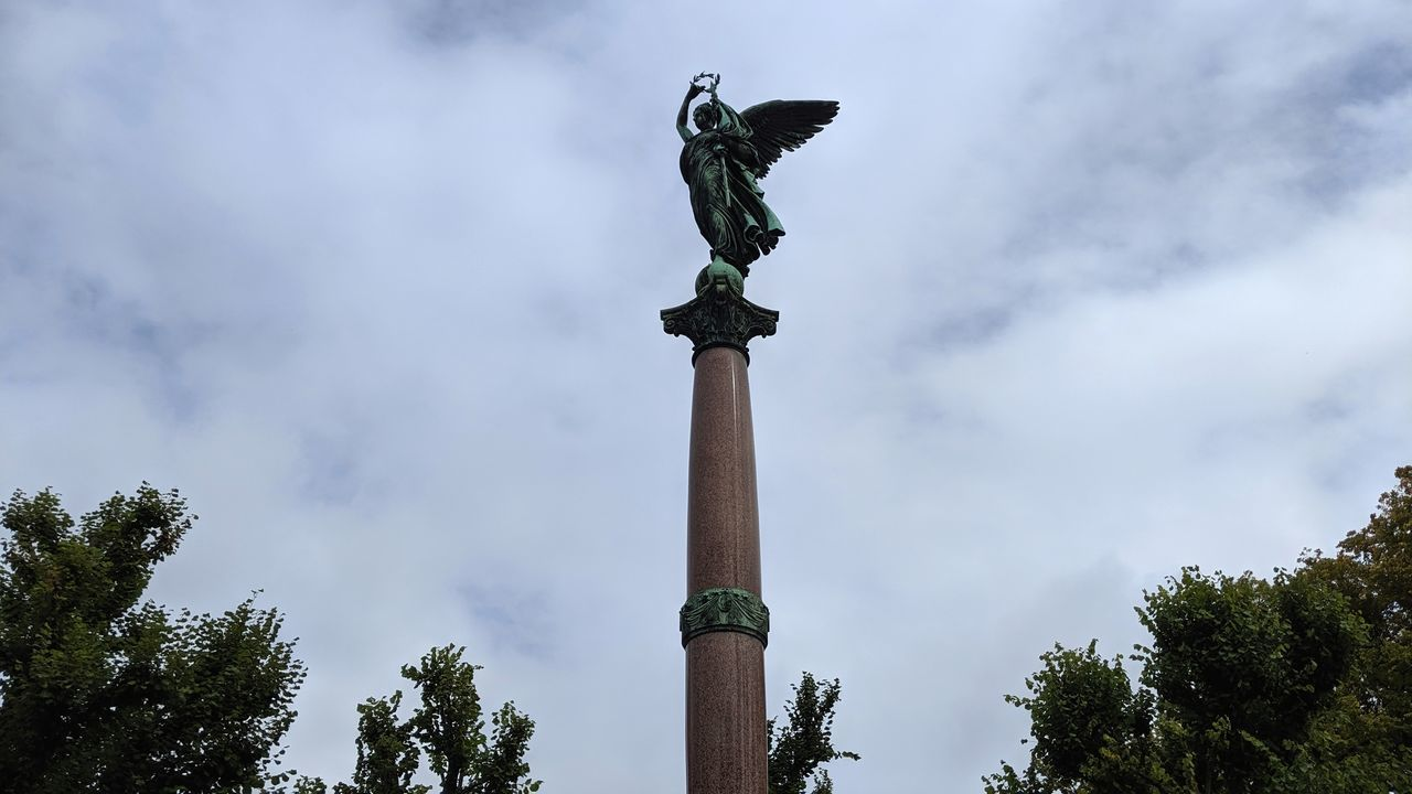 LOW ANGLE VIEW OF ANGEL STATUE AGAINST SKY
