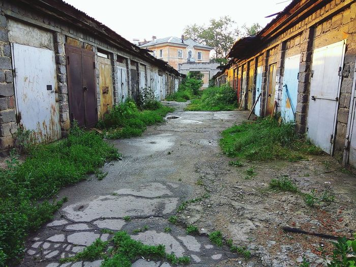 City, street, storerooms, garages, warehouses Architecturephotography Town Old Old Town Old Buildings Old House Summer Sunny Morning Trip Photo Trip Sky Architecture Grass Building Exterior Built Structure Sunrise - Dawn Waking Up Diminishing Perspective The Way Forward Walkway Narrow Long