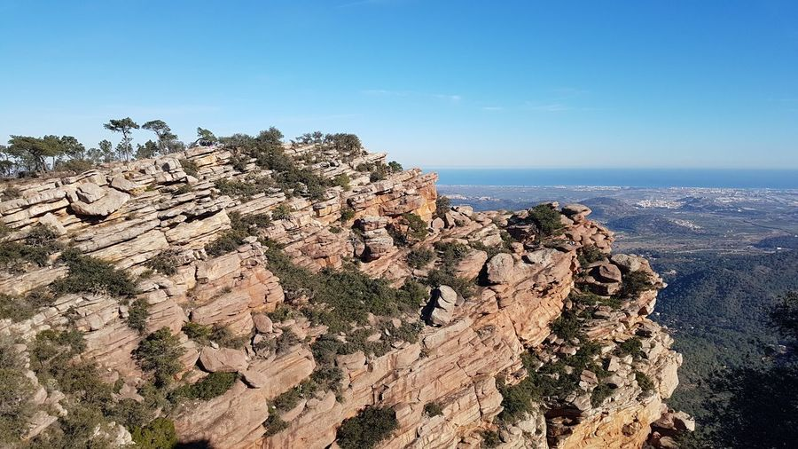 on the top Sky Hikingadventures Hiking Weather Upstairs Outside Photography Outdoors Outside Photography Stay Out Pine Tree Pine Wood Rocky Coastline Rock Formation Rocky Mountains Natural Arch Pine Woodland Horizon Over Water