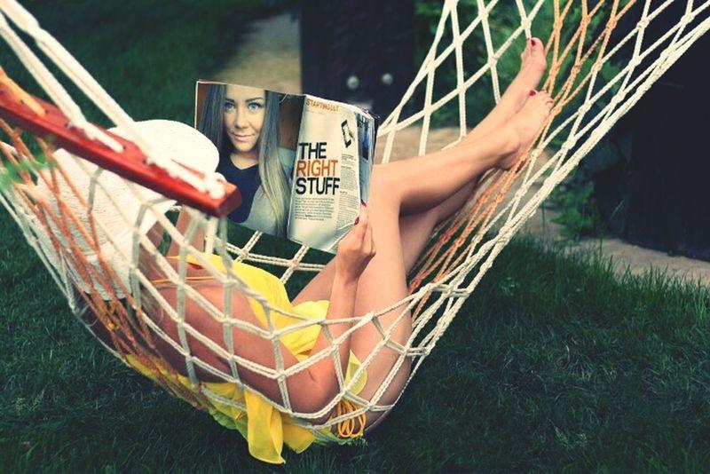 That's Me Relaxing Hamak Magazine Girl Blue Eyes Summertime 👙🔝