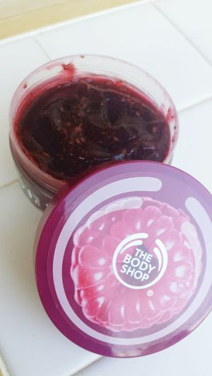 No we can't eat that!but it smells Delicious ! Bodyshop early-harvest Raspberry Bodyscrub