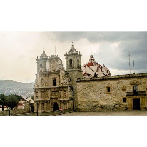 Soledad... . Oaxaca Igersoaxaca Puertasmex Espiritu_callejero Vive_mexico Church Nuestromexico Architecture OaxacaMoment -