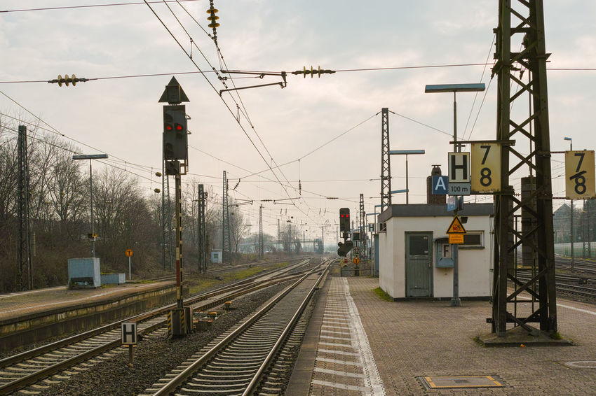 Bahnsteig Built Structure Cable Cloud - Sky Day Electricity  Electricity Pylon Mode Of Transport No People Outdoors Power Line  Public Transportation Rail Transportation Railroad Station Railroad Station Platform Railroad Track Railway Signal Railway Track Sky The Way Forward Train - Vehicle Transportation