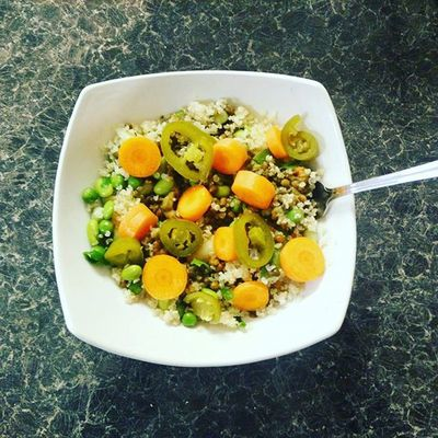 Lunch! Lentils, quinoa, edamame and butter bean salad with jalapeños - so delicious! Approx 20grams of protein I'd say, too 👍 Lunch Veganfood Veganfoodshare Veganprotein Fitfood Nomeat Lentils Veg Quinoa Jalapeno Simplefood